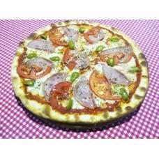 Пицца с ветчиной и оливками на пышном корже