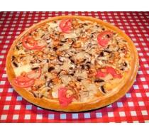 Пицца с курицей, ананасами и грибами