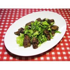 Салат с куриной печенью и карамелизированой грушей