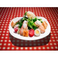 Салат «Цезарь» с куриным филе и сыром пармезан